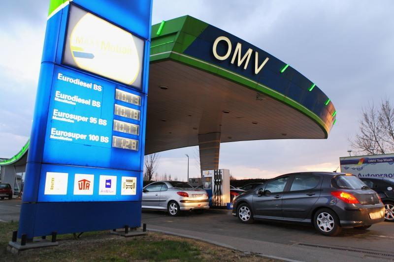 19.03.2012., Zagreb - Guzva na benzinskoj postaji OMV u staroj Velikogorickoj zbog povecanja cijena goriva od ponoci.  Photo: Tomislav Miletic/PIXSELL
