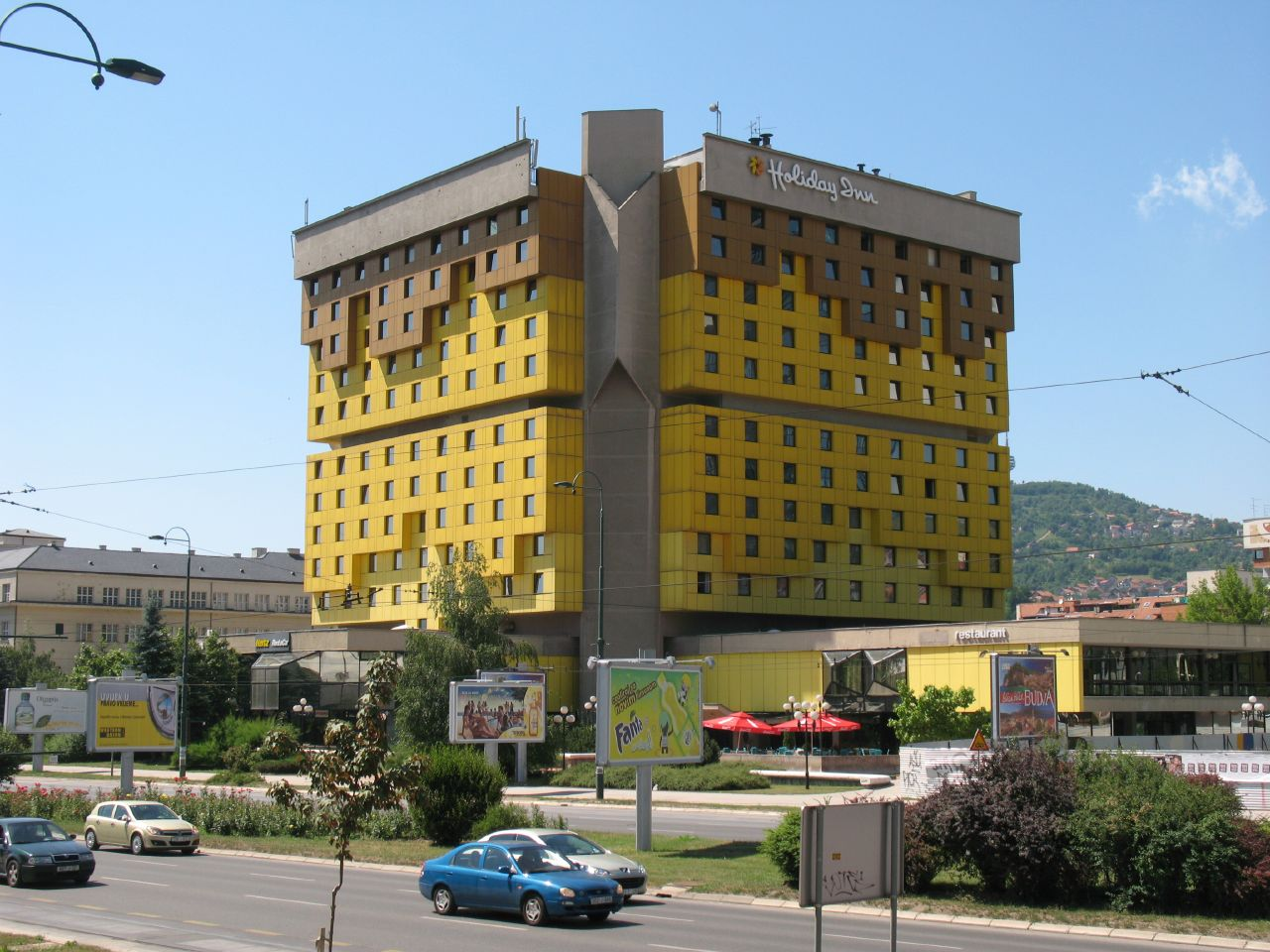 Holiday_Inn_Sarajevo_(2)