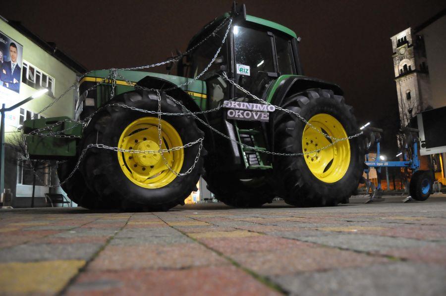 traktor.gradski-trg-bihac