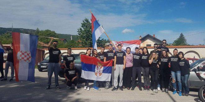 SKANDAL U SRED BOSNE: Srednjoškolci maturu slavili sa zastavama Srbije i Hrvatske…