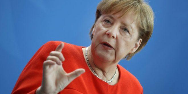 NJEMAČKOJ KANCELARKI PUKNUO FILM: Angela Merkel otpustila šefa obavještajne službe, razlog je…