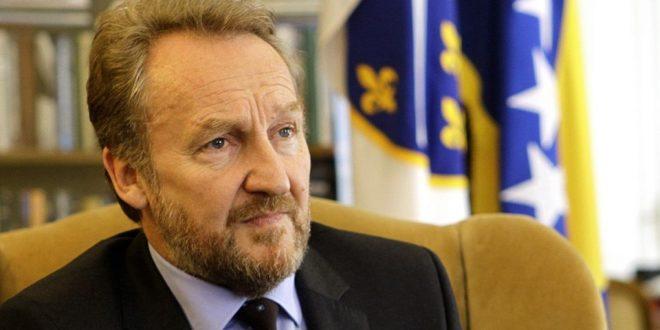 """IZETBEGOVIĆ TVRDI DA JE SKROMAN ČOVJEK: """"Hranim se u Predsjedništvu, za predsjednika sam siromašan, a biću i NA BIROU ZA ČETIRI DANA"""""""