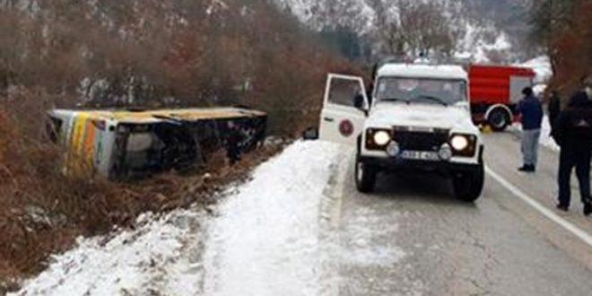 Prevrnuo se autobus kod Nevesinja, dvije osobe poginule, više povrijeđeno