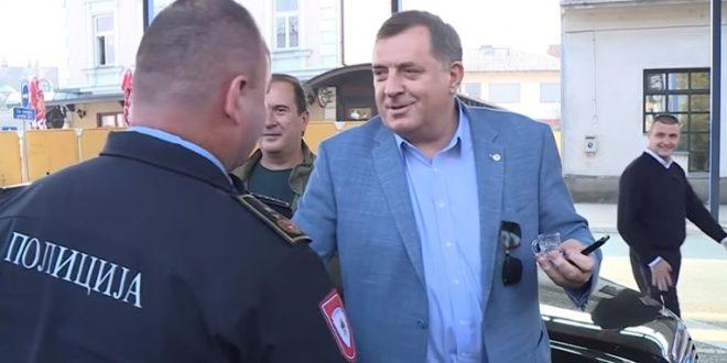 Dodik dobio unuka pio rakiju i pjevao uz harmoniku na graničnom prijelazu Gradiška