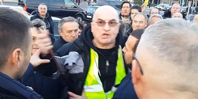 """Snimka napada na čovjeka koji je viknuo """"Tuđman zločinac""""(VIDEO)"""